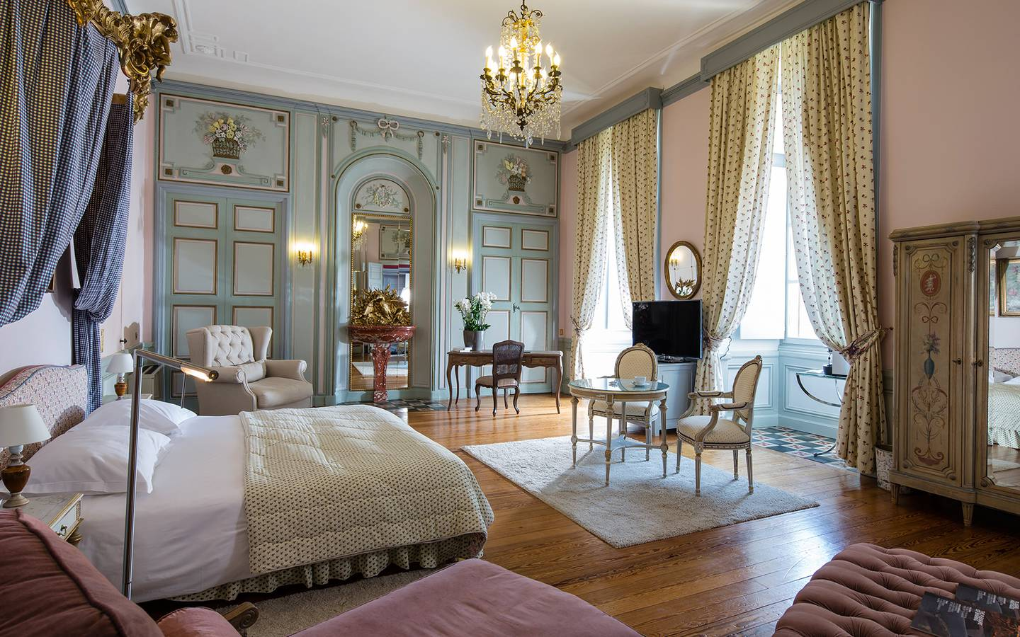 Beautiful chambre dhotel de luxe ideas for Chambre chateau